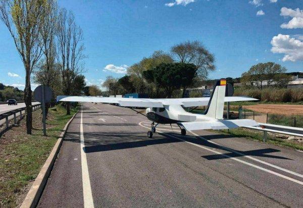 В США американка посадила самолет посреди улицы
