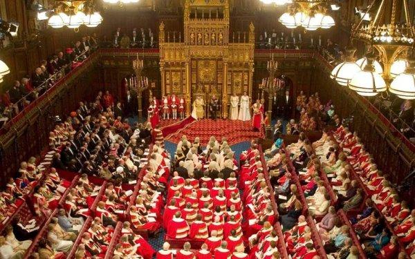 В Англии лордам запретили спать во время дебатов
