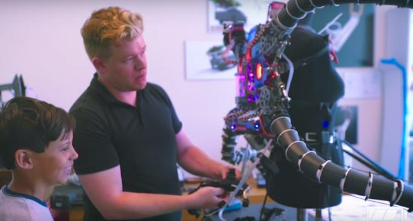 Самый молодой криптомиллионер построил экзокостюм Доктора Осьминога