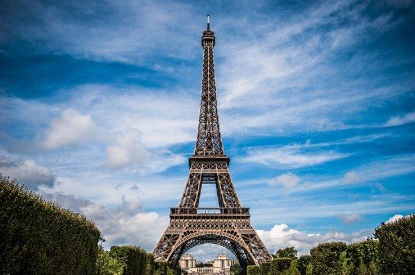 Эйфелеву башню защитят от террористов забором и пуленепробиваемым стеклом