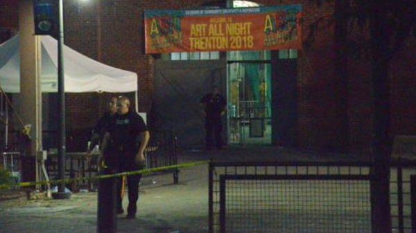 В США неизвестный устроил стрельбу на круглосуточной выставке
