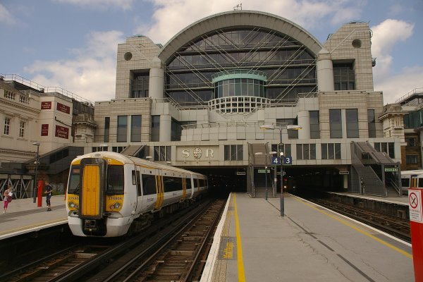 В Лондоне арестовали мужчину, который угрожал взорвать вокзал Чаринг-Кросс