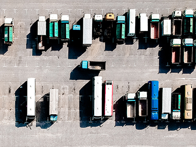 Грузовики предложено штрафовать за парковку в жилых зонах