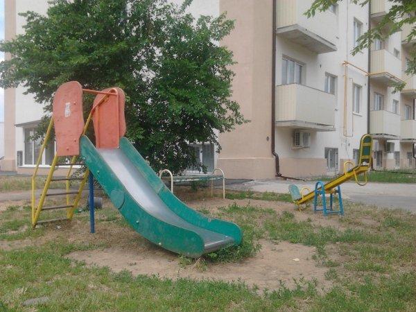 Жители Челябинска возмущены опасной детской горкой