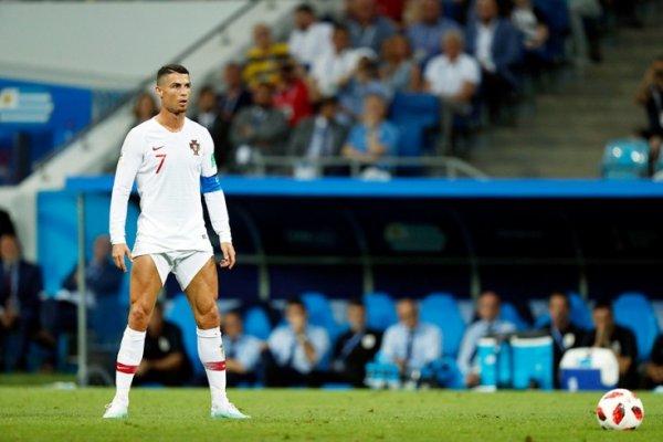 ЧМ-2018: Криштиану Роналду высмеяли за странную привычку показывать голые ноги