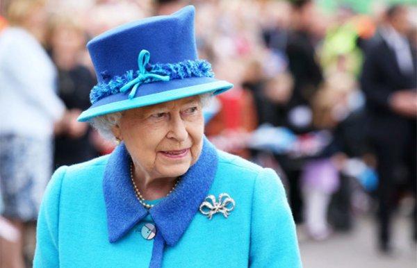 Королева Елизавета II отказалась от запланированной операции