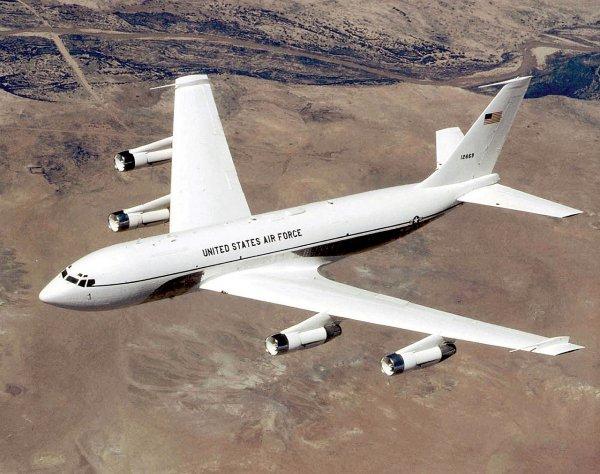 Летающие у границ РФ американские самолеты-разведчики ломаются из-за старости