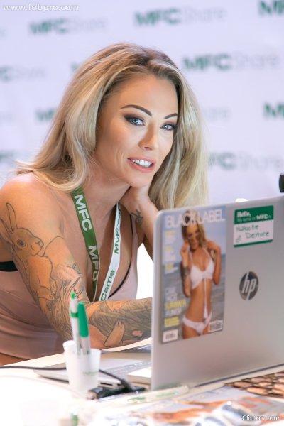 Тюремная надзирательница предпочла карьеру порноактрисы