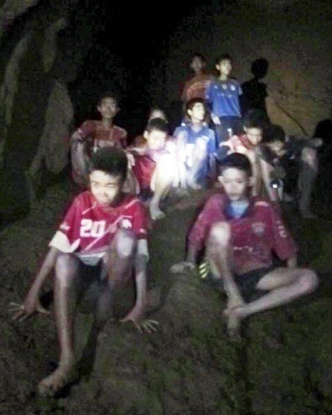 Найденных детей попросили посидеть в пещере Тайланда четыре месяца