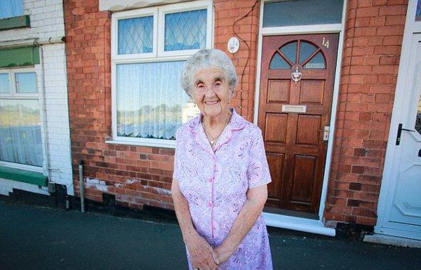 Прапрабабушка отпраздновала свой 100-й день рождения на той же террасе, где родилась