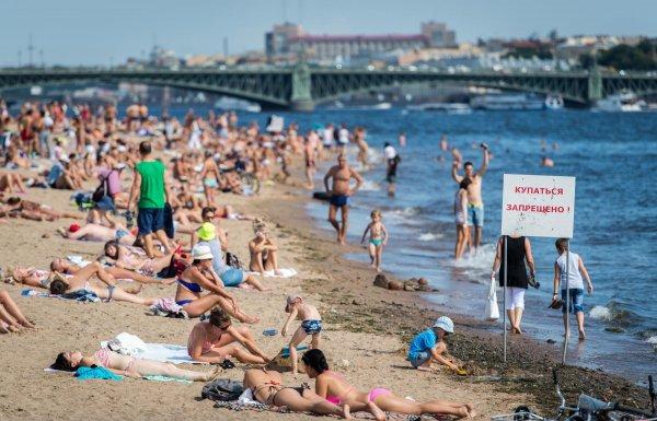 Из-за аварии на водоканале на пляжах Геленджика купаться запрещено