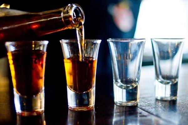 В Турции в отелях торгуют спиртным с мочой