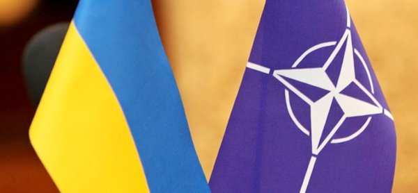 Чтобы не ошибиться: Эксперты объяснили, почему NATO держит Украину «на пороге»
