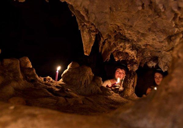В Таиланде приостановили операцию по спасению детей из пещеры