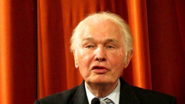 Скончался глава российского Союза писателей Валерий Ганичев