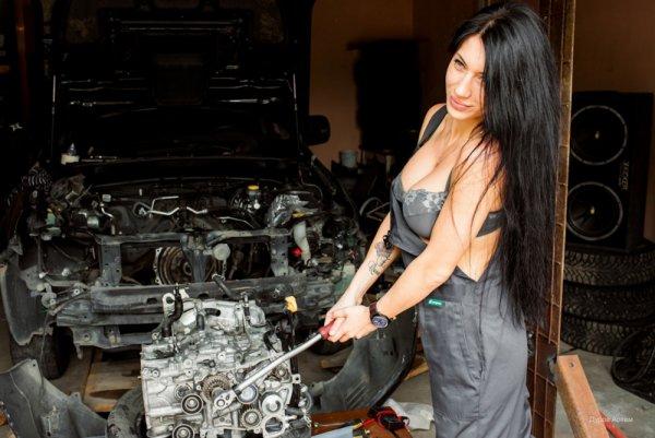 Ирония судьбы: Расплатившаяся сексом с автослесарем женщина скончалась в машине