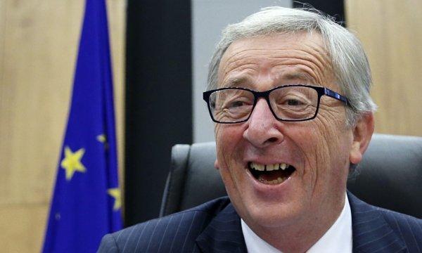 Спотыкавшегося главу Еврокомиссии поддержал Порошенко в Брюсселе