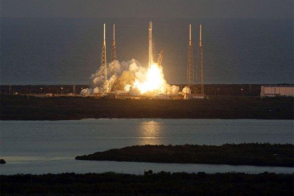 В США снесли башни площадки запуска ракет на Канаверале