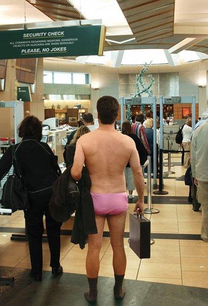 В Сеть выложили снимки самых забавных кадров, сделанных в аэропорту