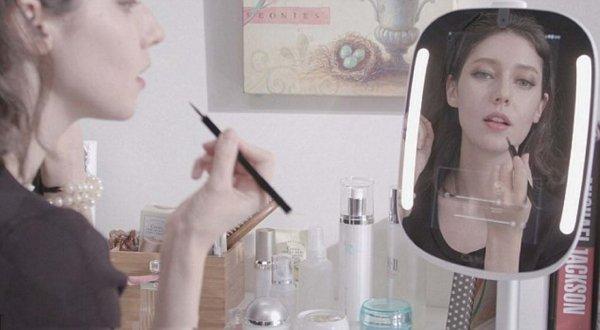 Психологи: «Умное» зеркало может свести человека с ума