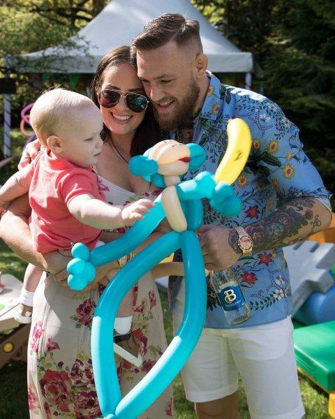 Подруга Макгрегора родит бойцу второго ребенка