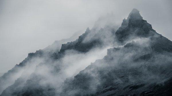 В тумане гор Швеции увидели огромный НЛО