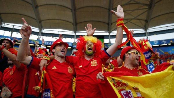 Бразильцам iPhone, американцам бургеры: Стало известно, на что тратили деньги футбольные фанаты в Петербурге
