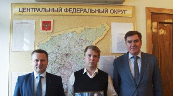 Молодой активист из Калуги получил в дар фото президента с автографом
