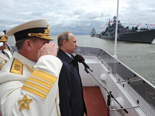 Путин поприветствует экипажи, участвующие на параде ВМФ
