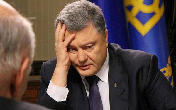 Президенту Украины подарили путеводитель по Крыму
