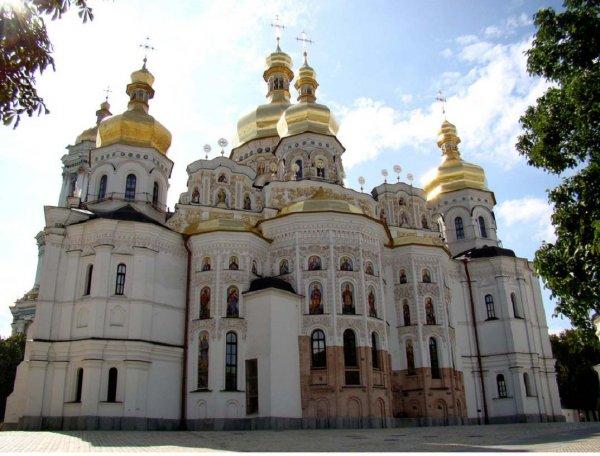 Украинские раскольники присваивают Киево-Печерскую лавру