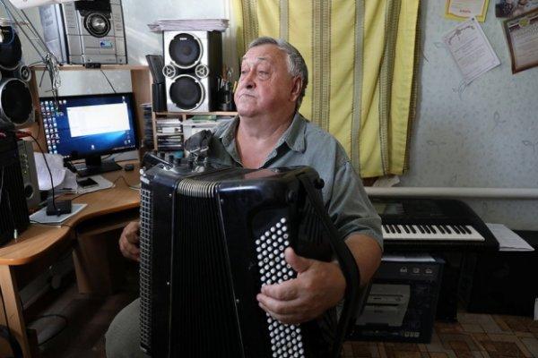 Пенсионер-гармонист из Волгоградской области обрел невиданную популярность в интернете
