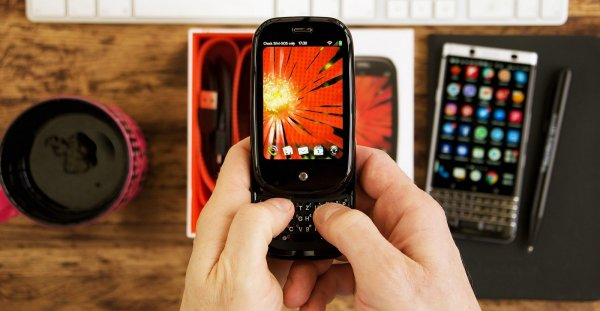 Необычный смартфон с миниатюрным дисплеем получит 3 ГБ ОЗУ
