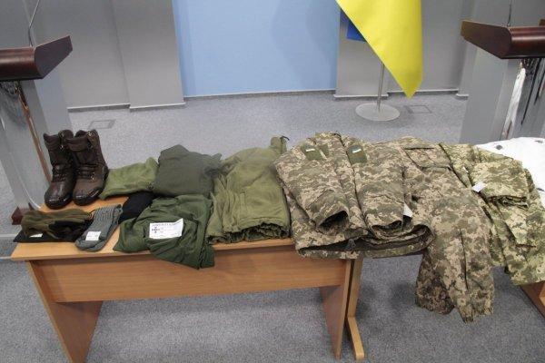 Советчик Порошенко показал снимок формы ВСУ с нашивками СС