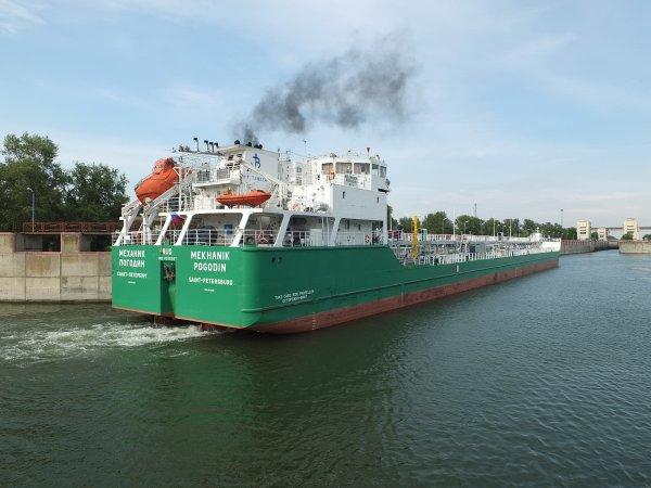 Адмирал Комоедов предложил наказать Украину за задержание российского танкера