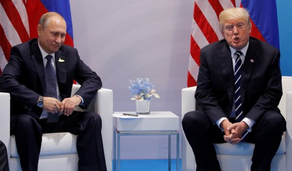 Сенаторы США потребовали от  Помпео материалы закрытой встречи Трампа и Путина