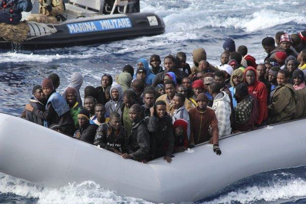 Еврокомиссия отреагировала на угрозы Италии из-за беженцев