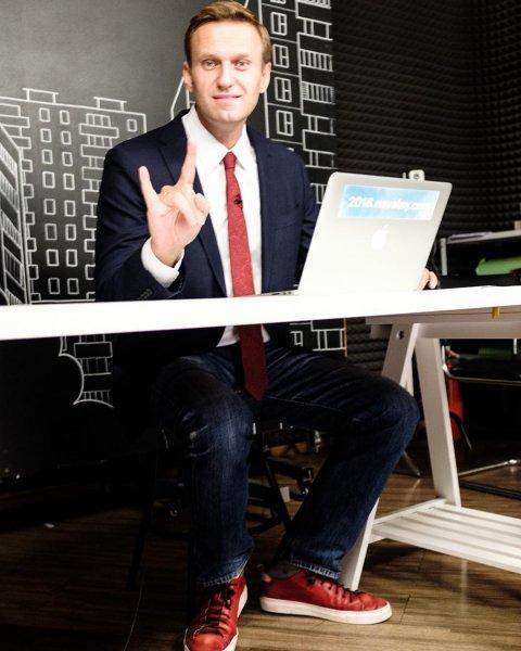 Без причин и объяснений: Навального снова задержали у стен его дома в Москве