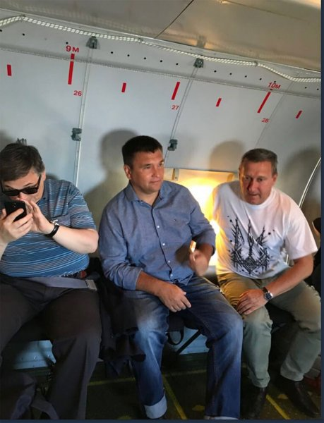 Глава МИД Украины с послами отправился на «линию фронта» в Донбасс