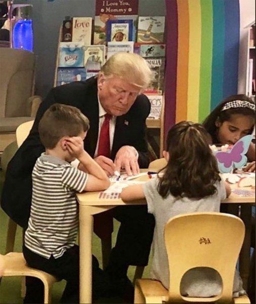 «Не знает, как выглядит флаг США»: Трамп опозорился на встрече с детьми