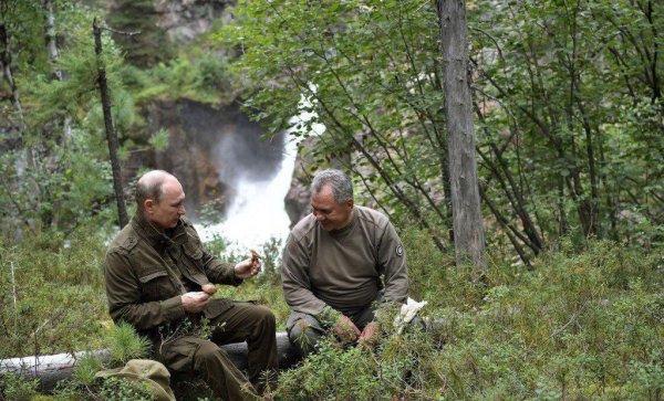 Ходил по горам и собирал грибы: Песков рассказал, как Путин провел выходные в Тыве