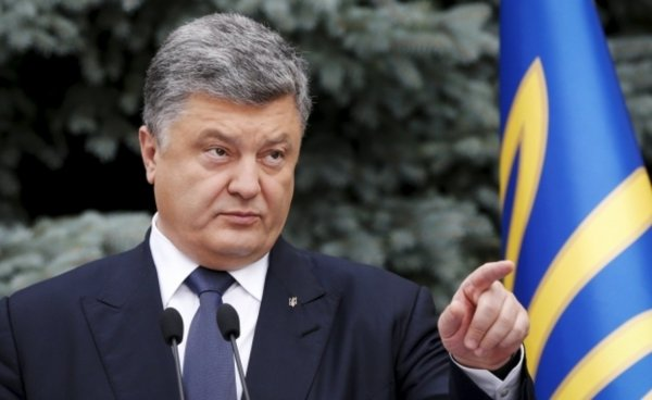 «Ты выйдешь, я тебе расскажу»: Журналист показал грубую реакцию Порошенко на «запрещенный» вопрос