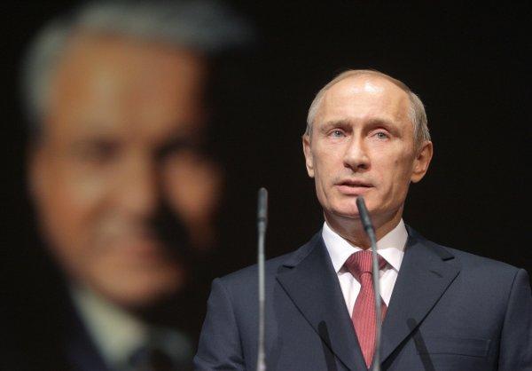 Не имеет морального права: Яшин обвинил Путина в создании «лихих 90-х»