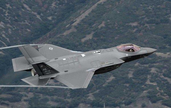 СМИ: Для борьбы с Россией в США создали «гибрид» F-22 и F-35