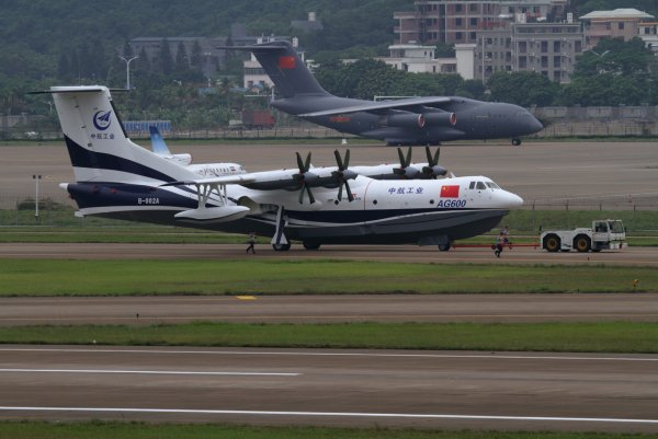 Крупнейший в мире самолёт-амфибию AG600 испытали в Китае