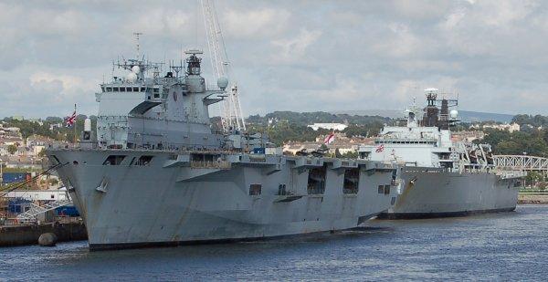 Китай заявил Британии о последствиях появления кораблей у Парасельских островов
