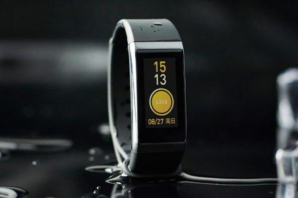 На рынок выходит фитнес-браслет Xiaomi Mi Band с модулем NFC