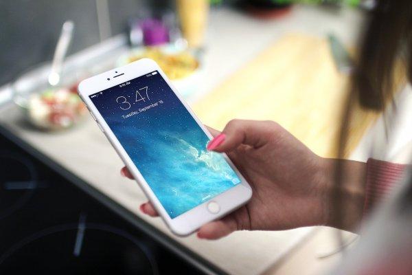 Феминистки объявили войну Apple из-за опасных для женщин смартфонов