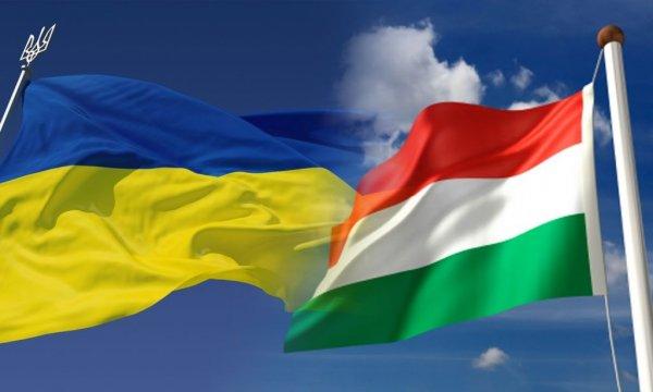 Венгрия выдаёт венгерские паспорта украинцам тайком от украинских властей