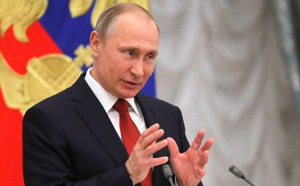 Путин: Карьерные ограничения для женщин необходимо убрать